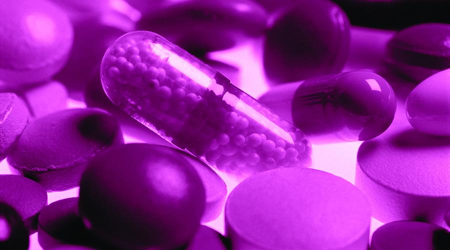 Синтетические антибиотики Изобретение синтетических антибиотиков, сульфаниламидов, также произошло в концлагере. Чтобы проверить действие нового препарата, так называемые медики вспарывали тела заключенных и засыпали раны грязью, а затем вкалывали им лекарства. Медицина использует сульфаниламид как раз для того, чтобы помочь организму справиться с сепсисом.