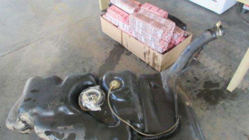 Бензобак Умельцы со стажем предпочитают прятать контрабанду понадежнее — в бензобак. Бензин сливается почти полностью, а товар упаковывается в водонепроницаемые упаковки.