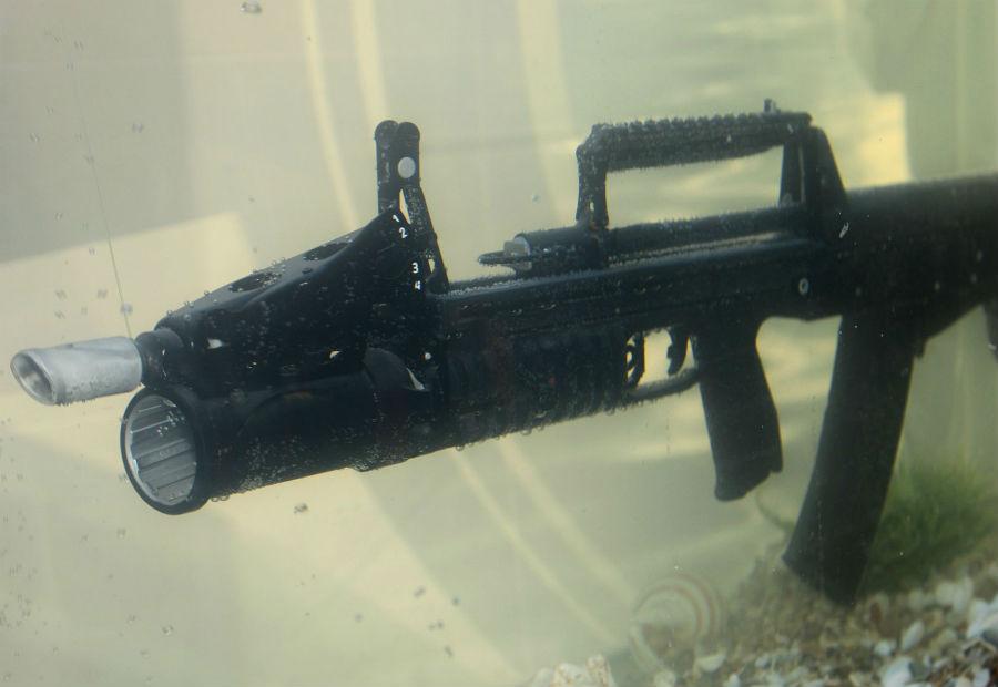 АДС Российские водолазы-диверсанты пользовались АПС (автомат подводный специальный) с 1975 года. АДС, разработанный в недрах конструкторского бюро им. Шипунова должна сменить старичка в строю. Автоматполностью герметичен. Специально для него был создан патрон ПСП, одинаково эффективный под водой и на воздухе.