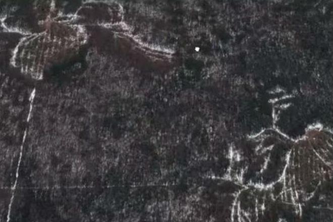 Мистические знаки проступили у легендарного перевала Дятлова (4 фото)