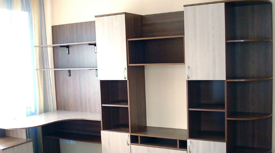 Мебель из ДСП Одним из самых распространенных бытовых загрязнителей является формальдегид. Мебель из древесно-стружечных плит (ДСП) содержит столько формальдегида, что он без труда определяется в воздухе. Нам кажется, что дышать всем этим не стоит.