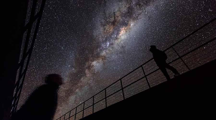Неизвестный фактор Тумана добавляет и тот факт, что недавно ученые смогли смоделировать процесс становления Вселенной на суперкомпьютерах. Уравнения включали в себя все известные науке силы, но в результате модель не показала никакого аттрактора. Другими словами, структуры этой просто не может существовать в природе. Да и вообще, что заставляет галактики «сбиваться в стаи»? Возможно, галактики это не просто скопление материи. Возможно, они даже разумны. Возможно.