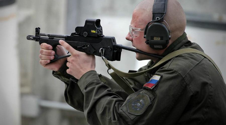 ПП-2000 Тульские оружейники разработали ПП-2000 в 2001 году специально для подразделений антитеррора. Сегодня его называют первым российским пистолетом-пулеметом, превосходящим все западные аналоги. ПП-2000 сработан из пластиковых и металлических деталей и весит меньше полутора килограммов.