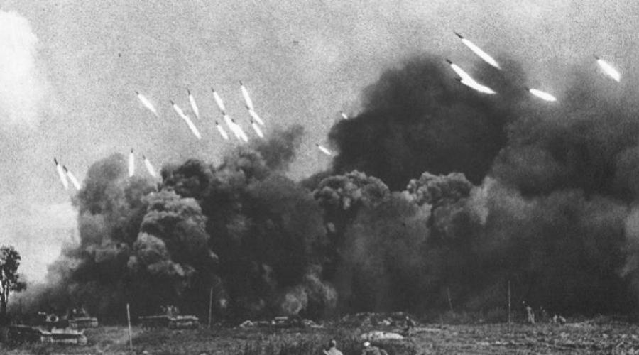Главный ракетчик страны Развитие ракетной техники уже в середине 1920-х годов стало перспективной областью. Ракетным оружием занималась отдельная группа под руководством Георгия Лангемака и в 1933 году, по приказу маршала Тухачевского, был создан единственный в мире Реактивный научно-исследовательский институт, НИИ-3.