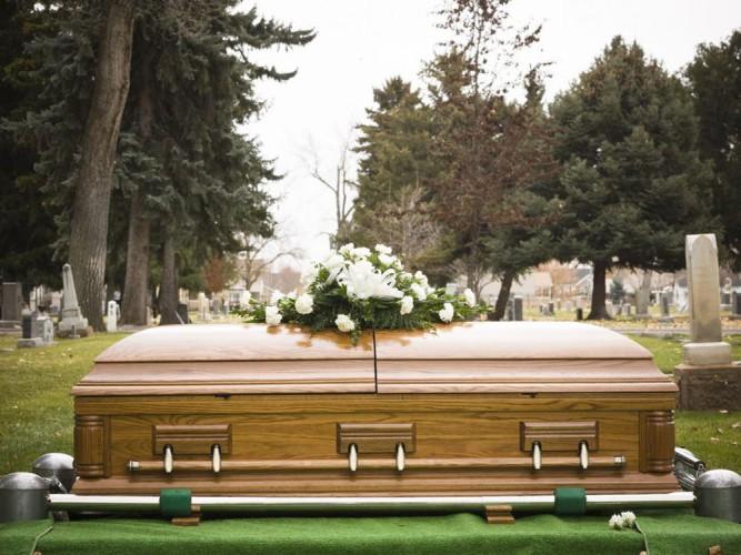 Загробные деньги В России, к сожалению, это не принято. Зато в США человек, отважившийся пожертвовать себя медицине, может рассчитывать на полную оплату похорон, включая небольшой банкет для родственников.