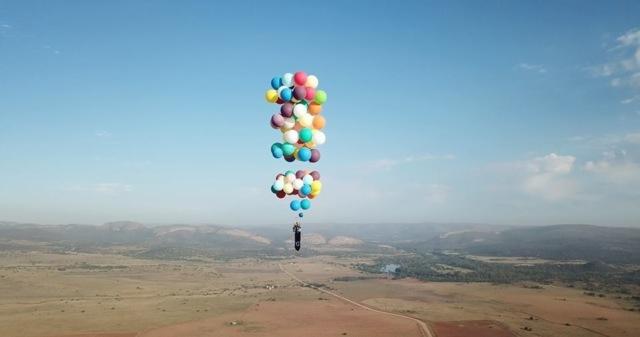 Новый Винни-Пух: Путешественник поднялся над Африкой на воздушных шариках