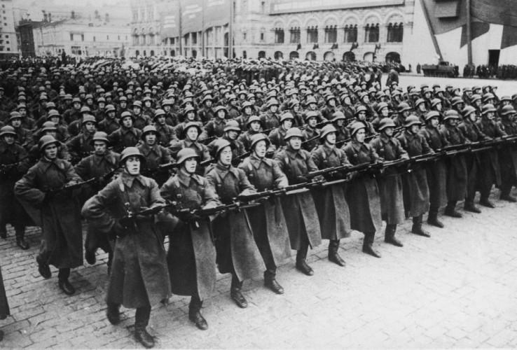 План «Немыслимое» И такой план был создан 22 мая 1945 года. Предполагалось, что война начнется совместными, англо-американскими силами. Больше всего Черчилль опасался союза СССР и Японии: бывшие противники вполне могли объединиться и дать серьезный отпор врагу. Начало боевых действий было намечено на 1 июля 1945 года. Забавно, но сам Черчилль дал своему плану кодовое обозначение «Немыслимое».