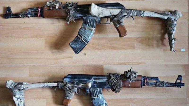Автоматическое Вуду Модификация от сомалийских пиратов, практикующих шаманизм. У полудиких племен существует поверье, согласно которому кость погибшего в бою друга становится оберегом от ран. Интересно, есть складной вариант?