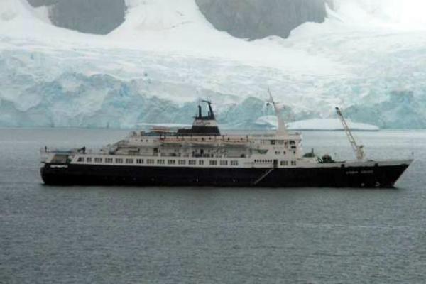 Корабль-призрак прибило к берегам США. То, что было на борту, шокировало бойцов спецназа!