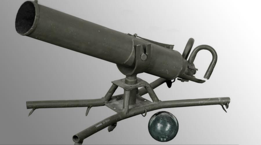 Ампуломет Сухопутные войска РККА впервые применили ампуломет во время Великой Отечественной войны. Это своего рода разновидность капсульного огнемета: ампула со специальной зажигательной смесью вылетала из дула вместе со специальным метательным снарядом. Ампуломет не получил особого распространения, поскольку хрупкие ампулы с зарядами часто разбивались, уничтожая весь расчет орудия.