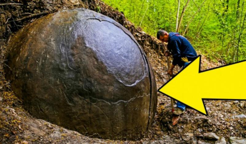 Каменный шар в Боснии Некоторые полагают, что наши далекие предки создавали такие шары как символы неких небесных объектов. Другие же археологи находят в них лишь межевые указатели, но как на самом деле обстоят дела не знает никто.