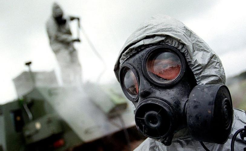 Диверсия Есть и другие мнения по поводу страшной трагедии Свердловска-19. В настоящий момент эпидемиологический анализ заболевания говорит о том, что вспышка не характерна для выброса возбудителя из одного источника. Во-первых, очагов скорее всего было несколько и размещены они были искусственно, вдоль реки. Во-вторых, длительность эпидемии действительно слишком высока для случайного выброса — 69 дней намного превышает инкубационный период развития заболевания.