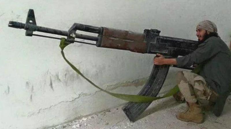 Кингсайз Думаете, фотошоп? А вот и нет. Это реально стреляющий (правда, гладкоствольный) автомат, созданный кустарями ИГИЛ (террористическая организация, запрещенная на территории Российской Федерации).