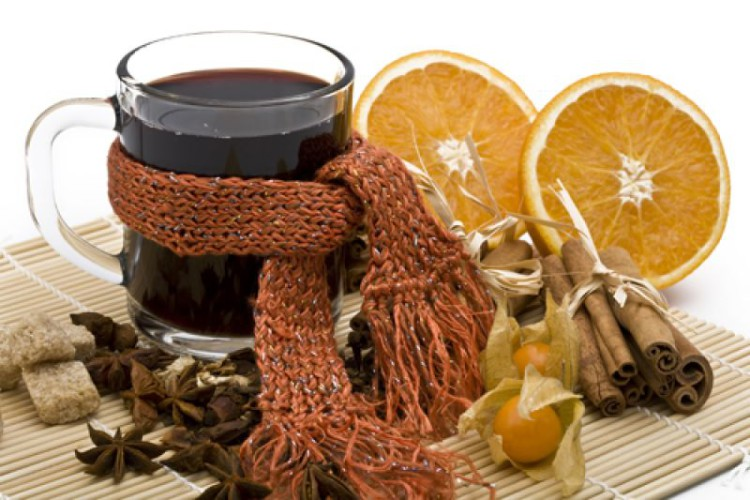 Выгоняем токсины Чувствуете приближение простуды? Начинайте пить горячий чай в больших количествах. Жидкость поможет организму вывести токсины и вирусы.
