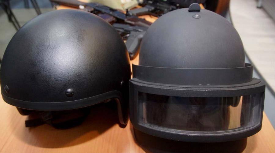 Рысь-Т Титановый цельноштампованный купол этого шлема надежно защищает бойца от осколков и даже пуль. Забрало выполнено из смеси титана с кварцевым бронестеклом, внутри предустановлена радиогарнитура. Сверхсовременным «Рысь-Т» назвать сложно, но должный уровень защиты он обеспечить способен.