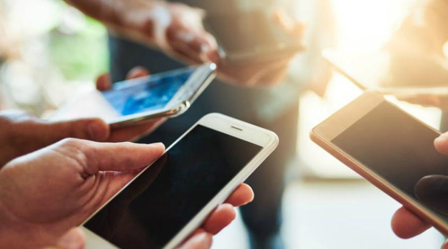 Снимки с мобильного Все современные смартфоны имеют поддержку GPS: каждая фотография снабжается зашифрованными геотегами — профессиональному взломщику добыть их из файла труда не составит. Переносите фото на компьютер и публикуйте уже с него, после предварительной обработки.