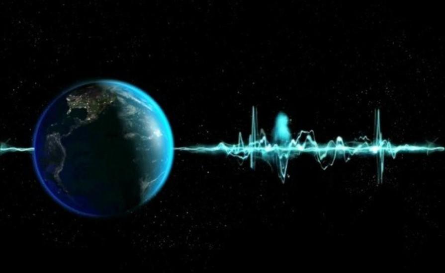 Микшер Идентификатор по классификации Enigma: XF Источник сигнала расположен где-то на территории военной базы Милденхолл, Великобритания. В 2001 году сигнал внезапно исчез — до этого его слышали на протяжении тридцати лет. Скорее всего, загадочный звук был частью секретной коммуникационной системы НАТО, перенесенной в настоящее время на спутники.