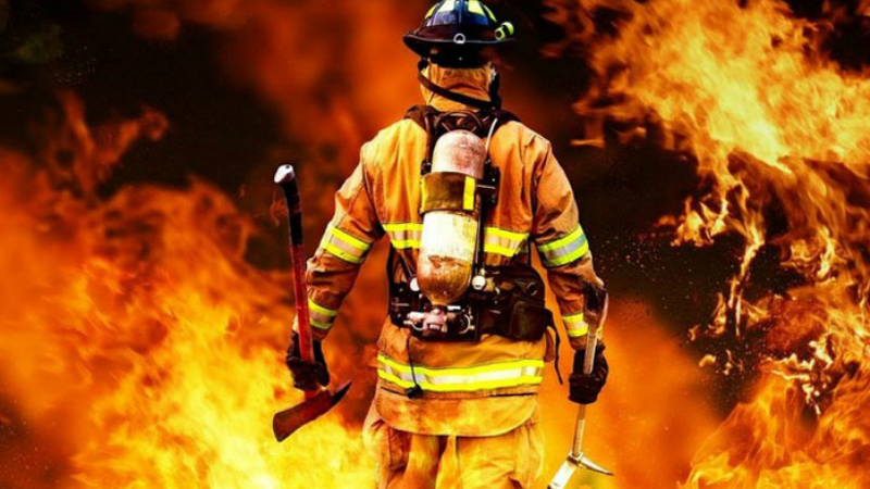 Пожарный Во всех странах пожарные проходят очень хорошую подготовку. Тем не менее, риск, зачастую смертельный, подстерегает храбрых борцов с огнем каждый день.