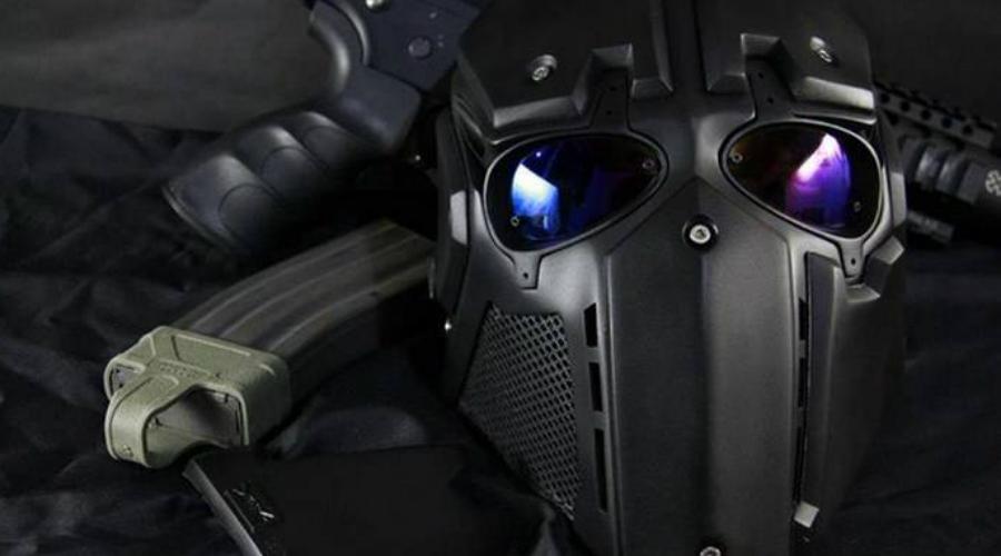 Ronin Японская компания Devtac представила этот бронешлем солдата будущего на выставке Defense and Security. Конструкция Ronin крепится неодимовыми магнитами, есть возможность интеграции голосовых и тактических модулей. Шлем выдерживает прямое попадание мощного патрона .44 Magnum.