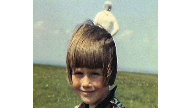Космонавт Когда Джим Темплентон делал милую фотографию своей дочурки, он и не ожидал того, что покажет пленка при проявке. Что это за фигура на заднем плане? И почему она в скафандре? Слишком много вопросов и ни одного ответа.