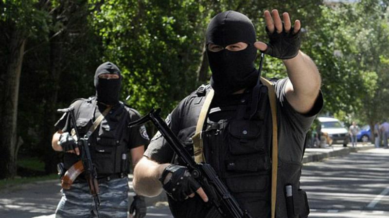 Полицейский У сотрудника полиции просто нет варианта не рисковать своей жизнью в опасной ситуации, ведь их прямая обязанность — защищать мирных граждан. Во многих странах Северной Америки полицейских гибнет больше, чем солдат на точках боевых действий.