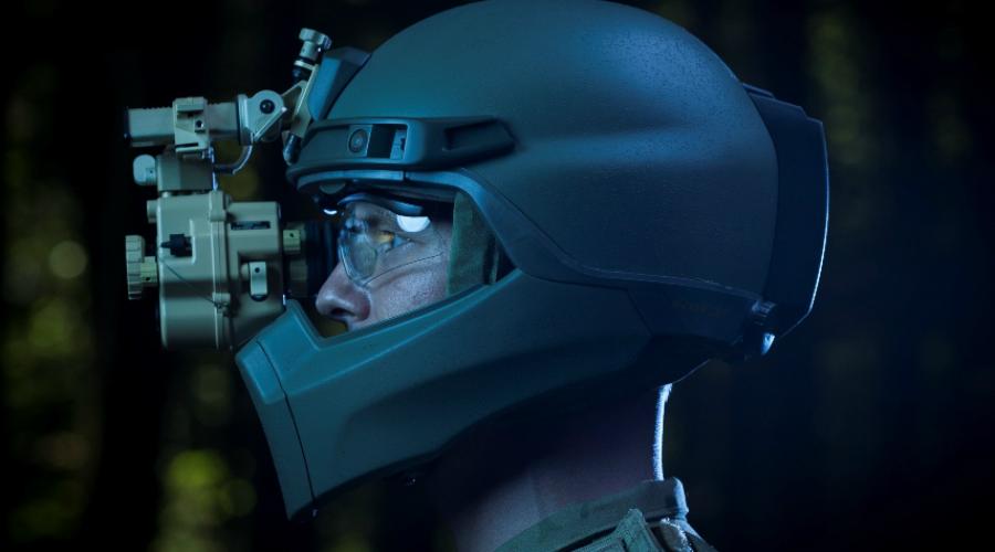HEaDS-UP Экспериментальная разработка конструкторов Revision Military получила не только усиленную защиту, но и специальную систему амортизации удара. Лицо солдата будет защищать прочный интерактивный визор с возможностью тактического воспроизведения информации.