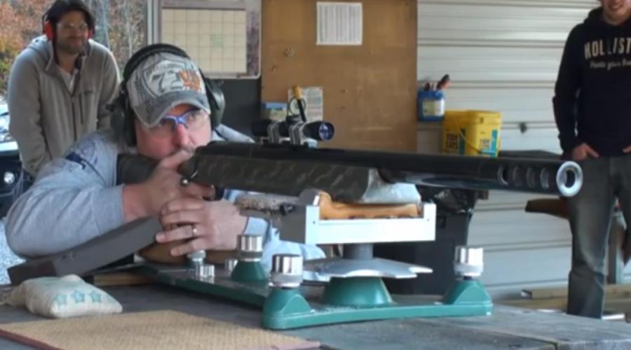 SSK Industries .950 JDJ Калибр: 24.1 мм Это уже не винтовка, а настоящая гаубица. Патроны — реальные снаряды, созданные под огромный диаметр ствола. Начальная скорость пули равняется 640 м/с: таким снарядом можно пробить насквозь даже танк.