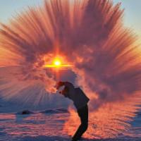 Лучшая фотография зимы: что произойдет с горячим чаем при -40 °С у Полярного круга