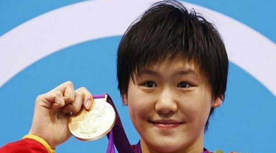 Ненужные чемпионы Но после Олимпиады 2008 года Китай внезапно столкнулся с неожиданной проблемой: многие спортсмены карьеру уже закончили, а девать их было некуда. Дело в том, что даже среднее образование в Китае держится на очень высоком уровне, а откуда взять знания спортсмену, уделявшему тренировкам 9 часов в сутки?