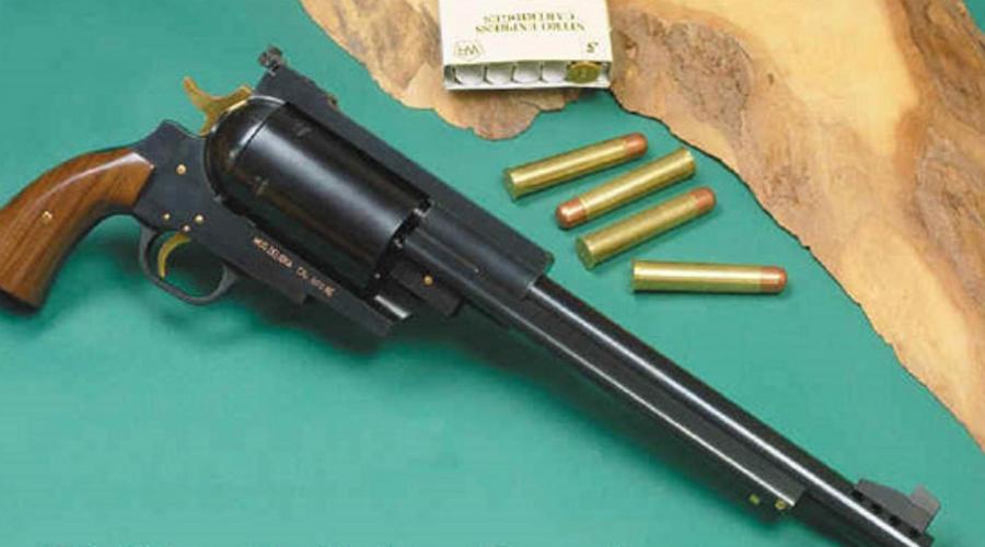 Pfeifer Zeliska 600 Nitro Express Адольф Целиска, довольно успешный австрийский оружейник и заядлый охотник, задумал проект самого мощного револьвера в мире. В 1955 году Целиска принес собственноручно созданный проект к мастерам Pfeifer и те, немного почесав затылок, выдали на выходе нечто, весом в 6 килограмм и длиной ствола 55 сантиметров. Никаких снижающих отдачу устройств не предусмотрено: либо стреляешь с прикладом, либо смиряешься с неминуемой травмой руки. Дульная энергия револьвера — колоссальные 6230 Дж. Слона можно свалить даже касательным попаданием в хобот.