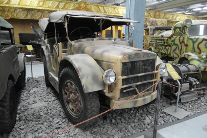 Fiat SPA TL 37 В 1937 году по приказу Муссолини конструкторы Fiat собрали особый внедорожник, предназначенный для операций в условиях полного бездорожья. Fiat SPA TL 37 получил мощный (для того времени) бензиновый движок V4, высокий клиренс и отдельную функцию управления задними и передними колесами. Боевая машина могла перевозить до 6 бойцов и легкую артиллерийскую пушку на прицепе.