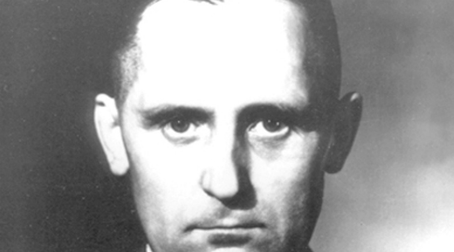 Загадка Генриха Мюллера Смерть начальника тайной полиции Третьего рейха, Генриха Мюллера, так и не доказана. Этот одиозный проповедник нацистского бреда мог сбежать в Аргентину, а мог и переметнуться к Советам: слухи о вербовке Мюллера НКВД поддерживают некоторые западные историки.