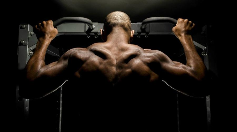 Дыхание Очень важно следить за дыханием на протяжении всего упражнения. Вдыхайте на подъеме (это позволит укрепить мышцы кора), выдыхайте на спуске, стараясь сделать это одновременно с распрямлением рук.