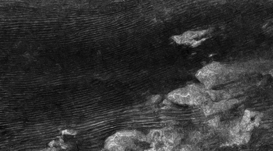Таинственные ураганыТитана Титан покрыт реками и озерами метана, которые расположены у величественных гор и окружены дюнами. Именно эти дюны и удивили наши астрономов: по все признакам, они должны вытягиваться в сторону запада, но в реальности дюны стремятся к востоку. Сравнительно недавно физики объяснили, в чем дело — метановые бури на Титане настолько сильны, что буквально продавливают поверхность планеты.