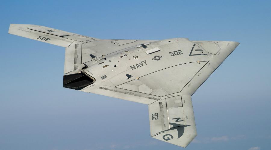 Northrop Grumman X-47BС Детище американских гениев из знаменитой Northrop Grumman. Боевой БПЛА второго поколения способен совершать взлет и посадку вообще без оператора, только при помощи бортового компьютера. Крылья оснащены ракетными установками, которыми управляет уже человек с земли.