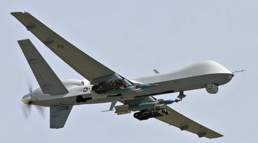 MQ-9 Reaper Пожалуй, один из самых известных и самых смертоносных беспилотников мира. «Жнец» пришел на замену беспилотному разведкомплексу MQ-1 Predator. Reaper способен взлетать на высоту тринадцать километров, поднимать весь в 4,7 тонны и находиться в воздухе целые сутки. Ускользнуть от такого стального хищника будет очень и очень сложно.