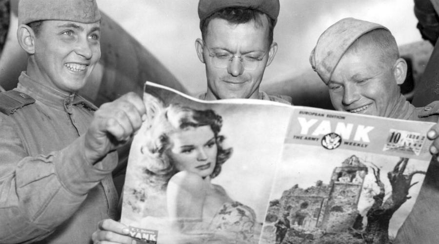 Тайный договор С аэродромов Англии и южной Италии самолеты союзников не могли достигнуть очень многих ключевых центров противника. Рузвельт провел ряд переговоров со Сталиным и договорился о беспрецедентном размещении военного аэропорта на территории СССР — это было просто необходимо для организации «челночных бомбежек».