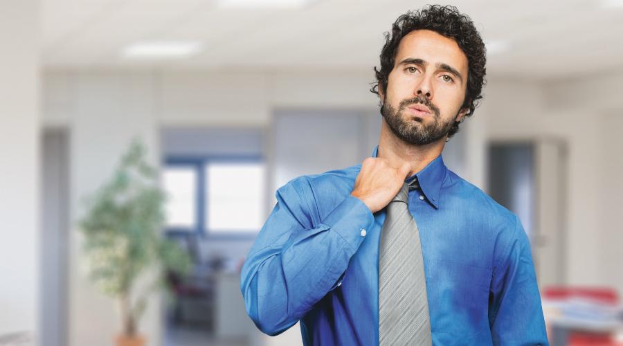 Чрезмерная потливость Необычно повышенное потоотделение является ранним предупреждением сердечного приступа. Это может произойти в любое время дня и ночи. Кроме того, вы можете почувствовать симптомы схожие с теми, что бывают при гриппе, вплоть до скачков температуры. Если под утро ваши простыни стали сырыми, хотя вы не простужены, стоит обратиться к врачу.
