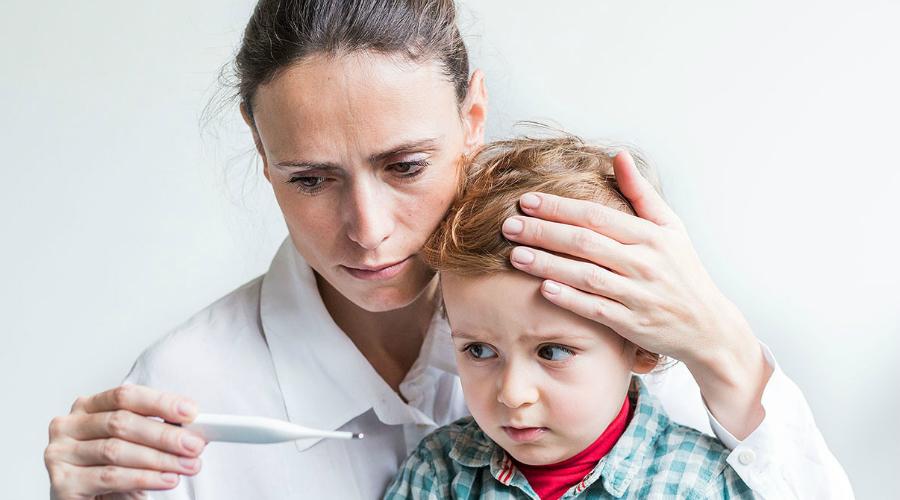 Возраст Для очень старых и очень молодых людей грипп представляет смертельную опасность. Иммунная система восьмимесячного и восьмидесятилетнего, к примеру, человека просто не имеет достаточно ресурсов, чтобы противостоять постоянно мутирующему вирусу. Это не значит, что от гриппа не умирают и люди в расцвете сил, но спастись у 20-летнего шансов больше.