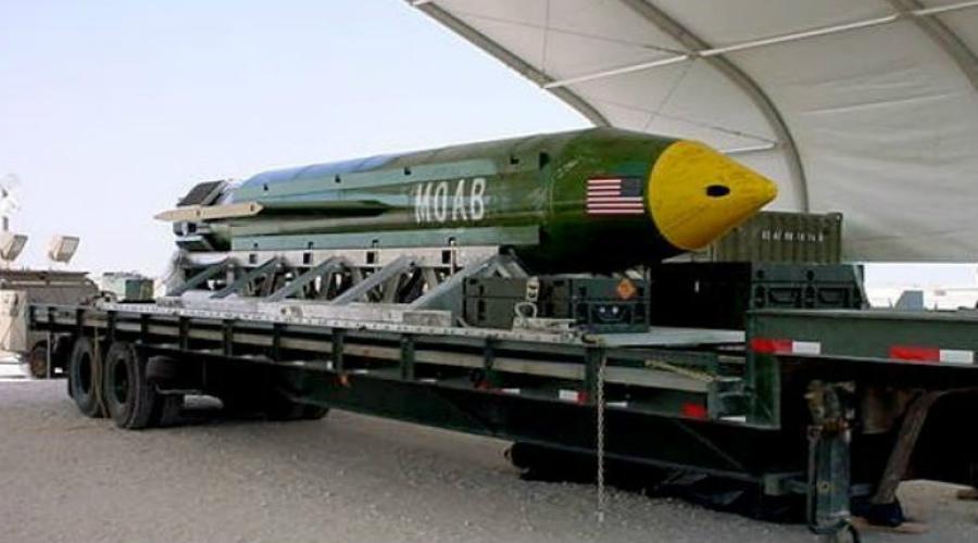 Есть и побольше С недавних пор «мать всех бомб» больше не является самым мощным неядерным оружием в арсеналах Пентагона. В 2013 году на вооружение Армии США официально поступил еще один монстр: фугасный заряд Massive Ordnance Penetrator весит больше 13 тонн и способен уничтожать подземные укрепления любого уровня. Правда, его еще никогда не применяли в бою, так что все это не больше, чем теория.