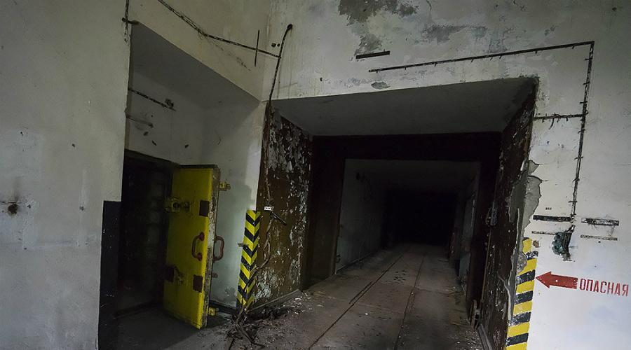 ЦБХ Так называемых комплексов ЦБХ (Центральная База Хранения ядерного оружия) было в стране немного. Эти центры служили своеобразным перевалочным пунктом между секретными заводами и секретными же подразделениями, работавшими обслугой ядерных ракет.