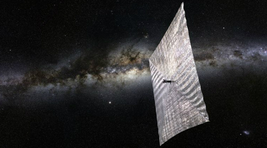 Контроль над Солнцем В 1992 году Россия реализовала очень амбициозный проект «Знамя 2» — некое космическое зеркало, предназначенное для отражения солнечных лучей в определенные места планеты. Идея солнечных отражателей после этого пережила настоящий ренессанс: сейчас многие европейские страны работают над суборбитальными легкими спутниками, которые будут оснащены солнечными парусами. Реализация этих проектов может раз и навсегда решить проблему недостатка энергии, поскольку обычные солнечные панели станут очень эффективным источником.