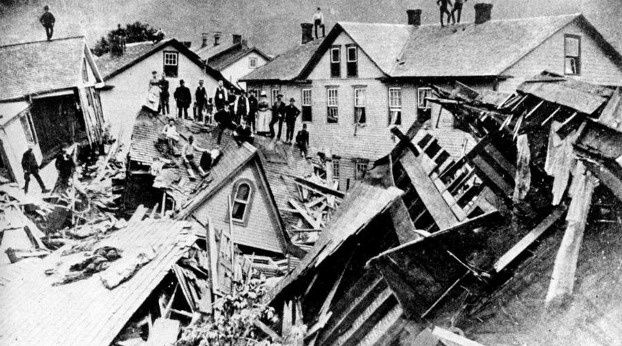 Дамба Саут-Форк США, 31 мая 1889 года Муниципалитет Джонстауна (штат Пенсильвания, США) был осведомлен о том, что старая дамба нуждается в срочном ремонте. Год за годом ремонт откладывали и вот дамбу прорвало. 22 миллиона тонн воды в мгновение ока смыло пригород, погибло 2210 человек.