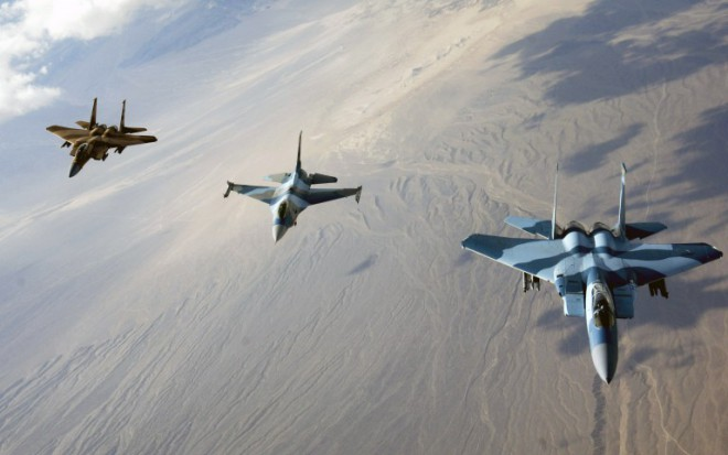 4204411-f-15-eagles-and-f-16-fighting-falcon-768x480