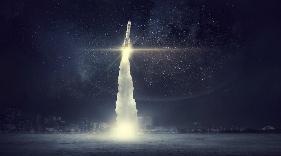 Расстояние От Земли до Альфа Центавра всего каких-то там 4,3 световых года. В километрах, правда, получается немного побольше: 40 триллионов. Долететь туда будет невероятно трудно, но теоретически возможно. Одна из основных причин самого создания миссии межзвездного перелета — создание технологии, которая позволит разогнать космический корабль до 300 тысяч километров в секунду, примерно 20% от скорости света.