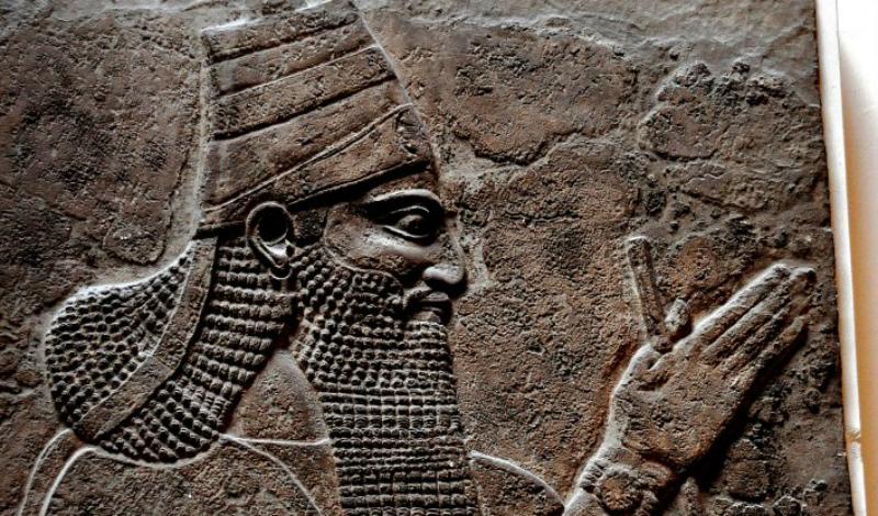 Личность и место в истории Египтологи даже не могут точно решить, кто был предшественником Хора Скорпиона, а кто стал его преемником. Это на самом деле удивительно: реальная историческая личность при ближайшем рассмотрении оказывается каким-то неуловимым призраком. Сложности добавляют разночтения царских имен Додинастического периода. Наиболее вероятна версия, согласно которой Скорпион II был последним правителем Гераклеопольской династии — но и этот факт оспаривается многими египтологами.