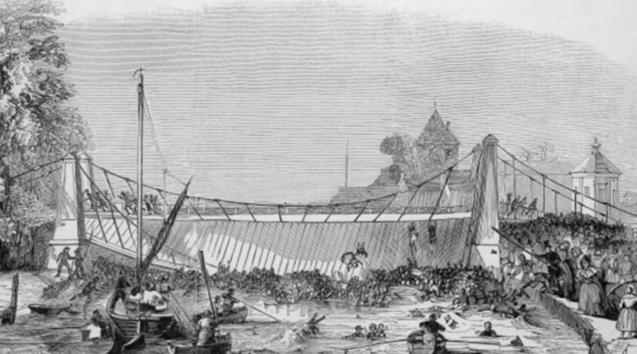 Мост Ярмут Великобритания, 2 мая 1845 года В этот день труппа клоунов устроила гонки в бочках по реке. Родители со всего города привели детей полюбоваться представлением с моста — когда клоуны проплыли под ним на другую сторону, туда же одновременно ринулась и толпа. Внезапного и резкого перемещения центра тяжести мост не выдержал.