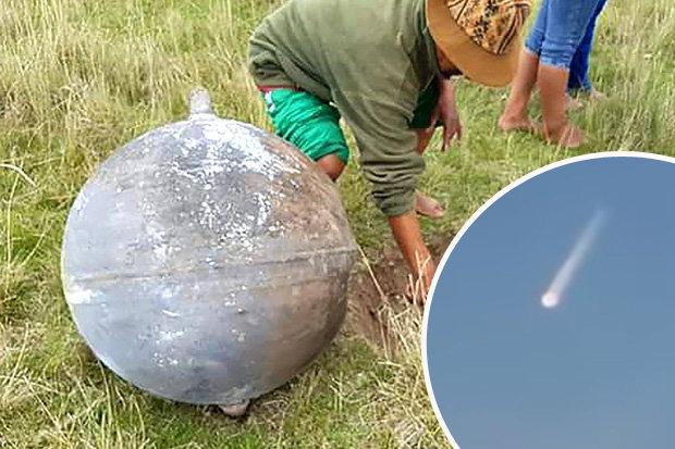 metal-spheres-space-ufo-peru-satellite-678399
