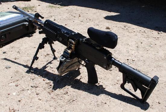 1024px-LSAT_light_machine_gun_with_Ammunition