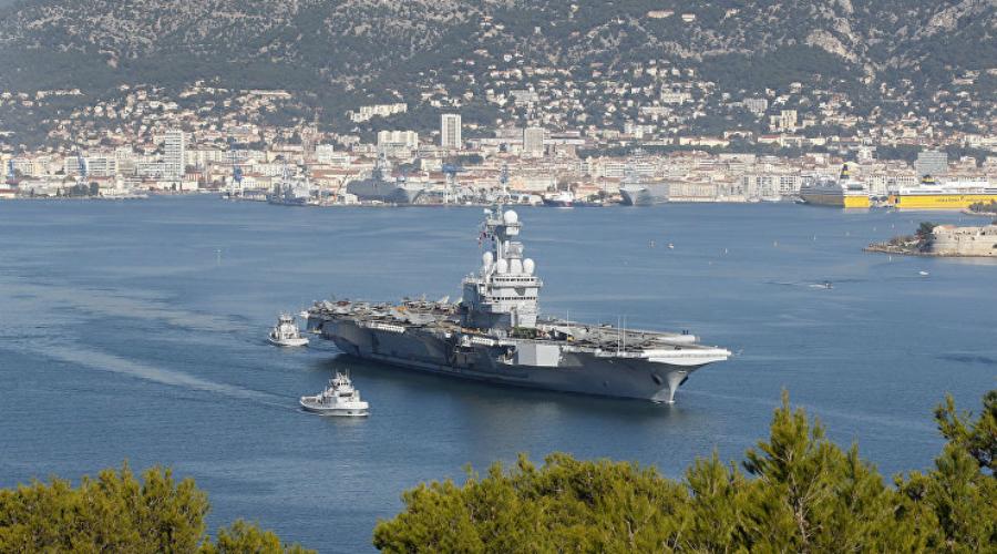 Шарль де Голль Флагман французского ВМФ эксперты признают самым боеспособным авианесущим кораблем. Вообще-то, по сравнению с американскими гигантами «Шарль де Голль» выглядит крохой — его длина всего 261 метр, а высота 75. В состав авиакрыла входят 40 самолетов.